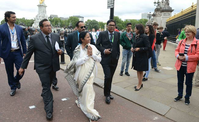 Mamata Banerjee Fights Jet Lag - With a Walk Around in London