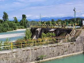 Photo: Około pół kilometra dalej, ciekawa zapora (lewy brzeg Isonzo).