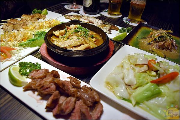 登大郎鮮肉餐酒館。台中宵夜新據點。轉型餐酒館有台日美食及調酒還有俊男美女鮮肉級服務團隊帶動歡樂氣氛
