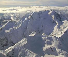 Photo: Hautes Pyrénées : vision aérienne hivernale sur les faces Nord et Est du Vignemale. Pouey Mourou 2848m devant.