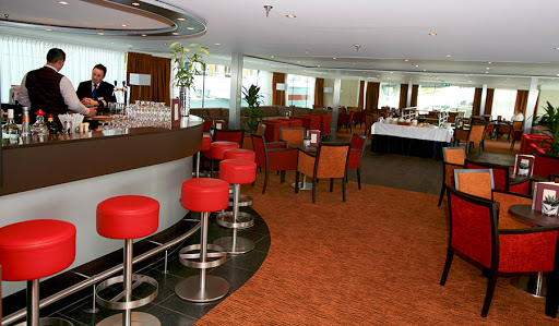 Meet friends for a drink in Avalon Affinity's Panorama Lounge.