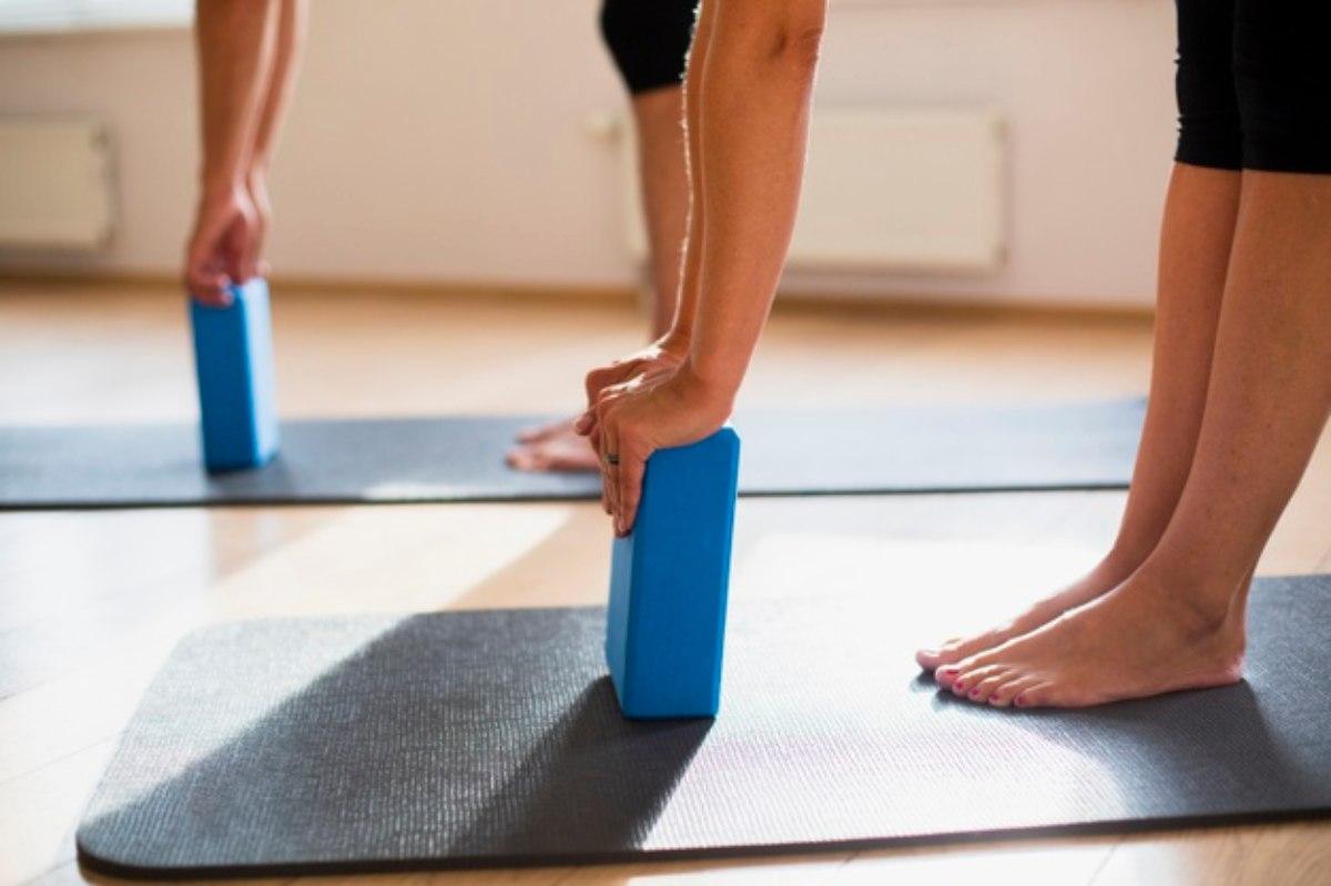 bloque para ejercicios con elementos de yoga