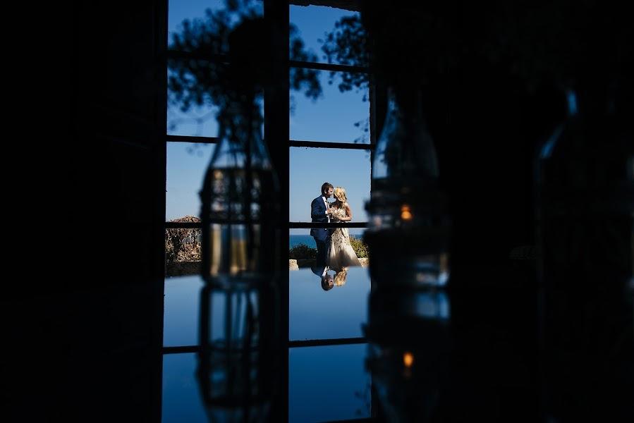 Wedding photographer Carlos Sardà (carlossarda). Photo of 08.10.2015