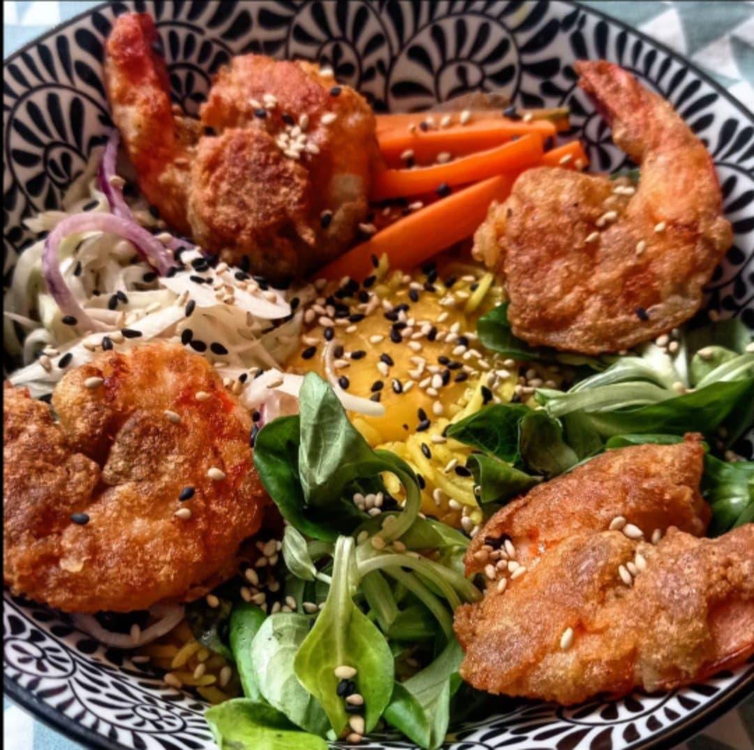 Une image contenant alimentation, assiette, table, viande  Description générée automatiquement