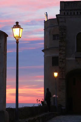 sale su dal mare la sera di Liguria... di malte