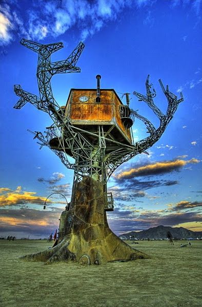 Photo: It sprang to life in the Nevada desert in 2007, a retro-futuristic focal point of the freak fest Burning Man. Half-clothed revelers swung from its branches, and musical madmen sounded its steam whistles. It saw two marriage proposals and 20,000 glowsticks. It was a refuge, a vantage point, a jungle gym and a gallery. … And then, when the festival ended, it was homeless.