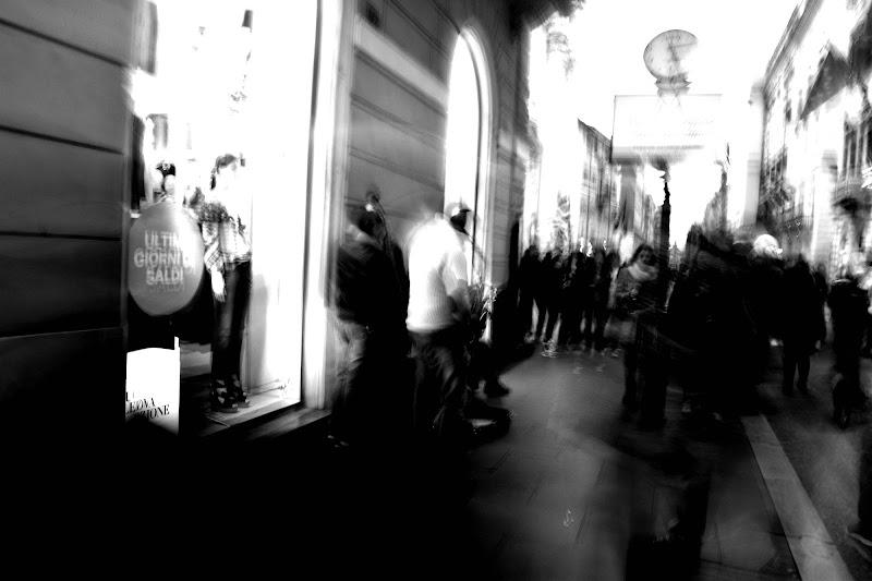 Suonatori in una via del centro. di emphoto