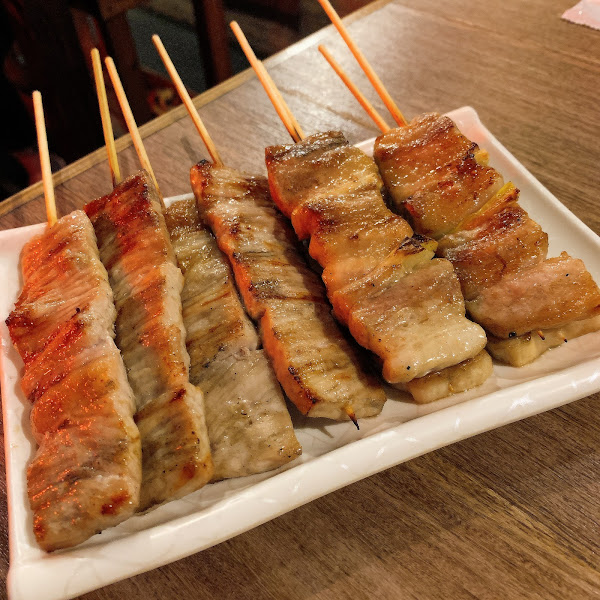各種肉串都好優秀很夠味 但送餐速度跟服務態度就是普普 薯條也不用點可以點炸雞塊👍