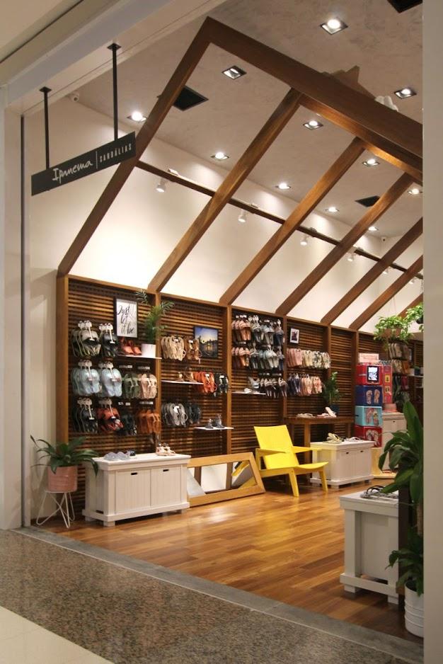 Thiết kế shop giày dép - Thiết kế cửa hàng giày dép 2