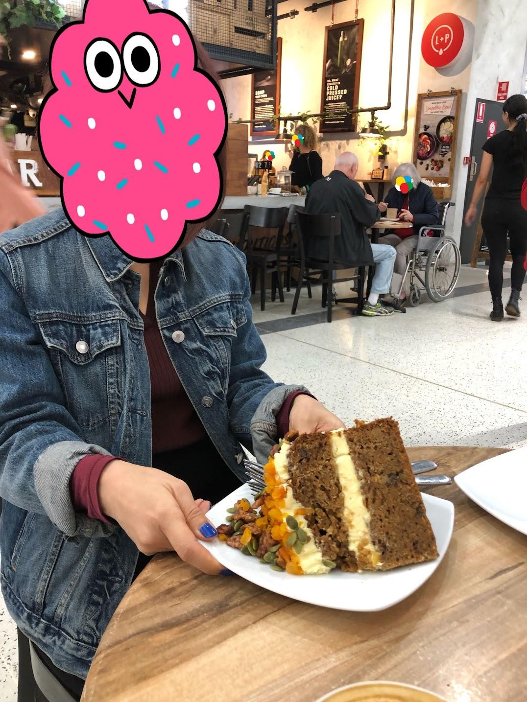でかキャロットケーキ