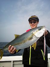 Photo: サイズアップです!ヒラス5.3kgでした! ヒットジグはセカンドステージの「ヤイバ」の坂下釣具のオリジナルカラーでした!