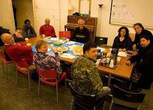 Photo: Bijeenkomst van de Stichting Interculturele Stad in beeld. De SIS realiseerde in 2010 een groepsfoto van Amsterdammers afkomstig uit alle windstreken. Foto Marjan Borsjes.