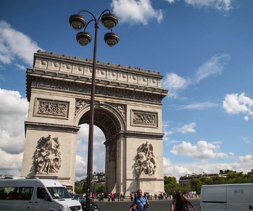 Attractions in Champs Elysees
