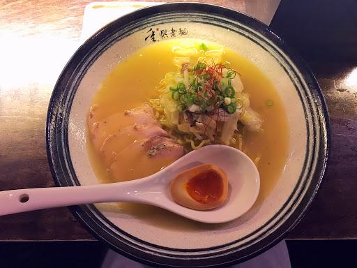 就像有一隻雞融化在湯裡了,卻沒有雞騷味,最喜歡的是那舒肥雞肉片,口感妙不可言!