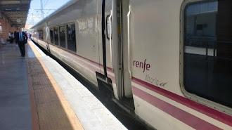 Tren Talgo en la estación de Almería con destino Madrid.