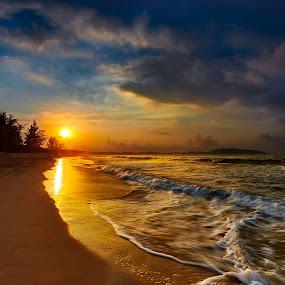 Sunrise @ Sanya beach by Stanley Loong - Landscapes Beaches ( sand, waterscape, beach, sunrise, morning, sunlight, sun, , #GARYFONGDRAMATICLIGHT, #WTFBOBDAVIS )