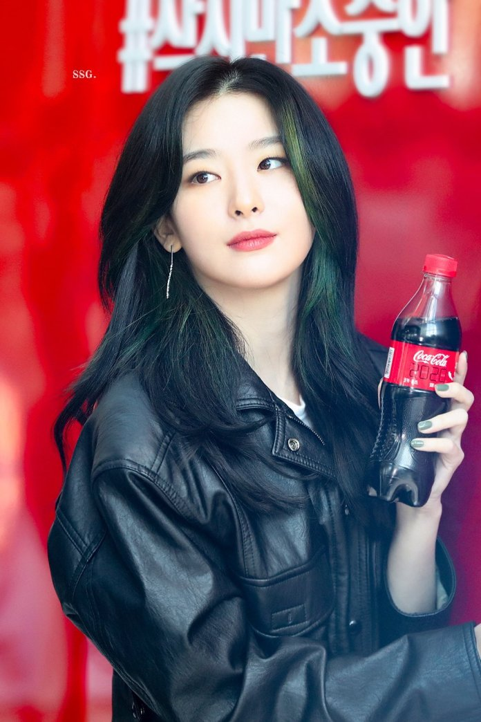 Red-Velvets-Seulgi-And-Coca-Cola-Show-Their-Support-For