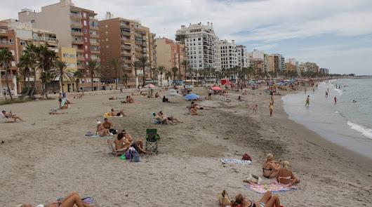 Las playas de Almería más masificadas este verano: 45 cierres totales