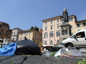 Photo: Zum Campo de' Fiori nach Ende des Markttages, ...