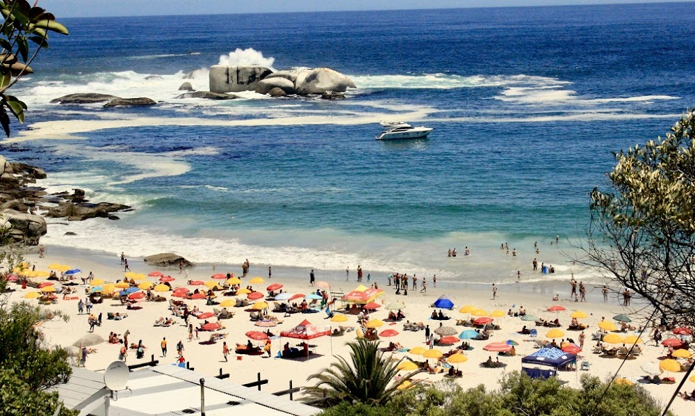 Kaapstad se 'nanny bylaw' beoog om strande vir almal aangenaam te maak - TimesLIVE