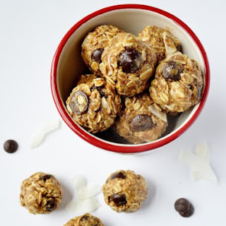 Dark Chocolate & Oatmeal Energy Bites