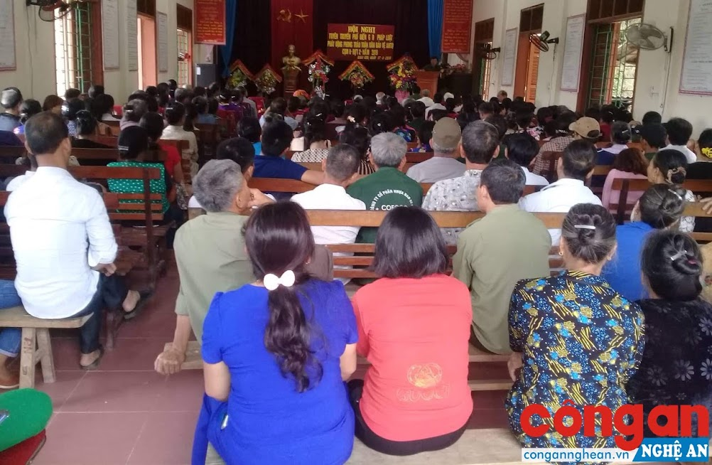 Buổi tuyên truyền phòng, chống ma túy tại xã Chiêu Lưu, huyện Kỳ Sơn thu hút đông đảo người dân tham gia