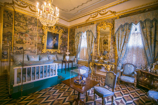 Peterhof-Palace-Divan-Room-State-Bedroom.jpg - The Divan Room, one of the State Bedrooms in Peterhof Palace near St. Petersburg, Russia.