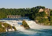 Рейнский водопад шириной 150 м