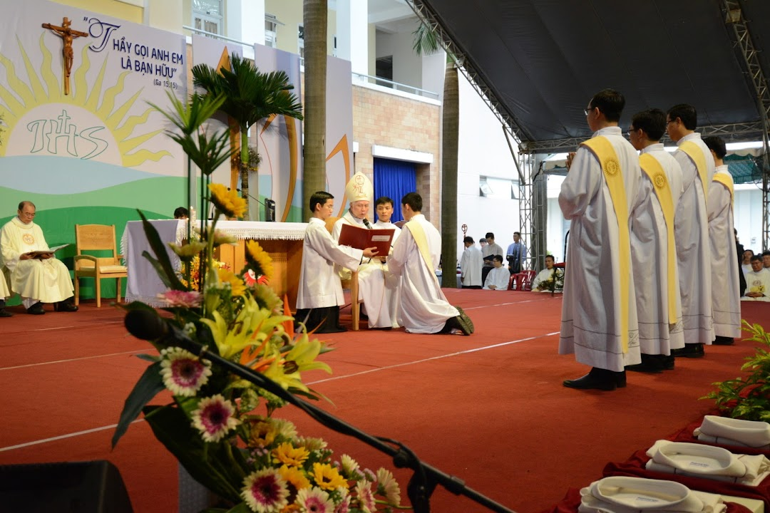 Hồng ân linh mục của 5 tu sĩ Dòng Tên Việt Nam