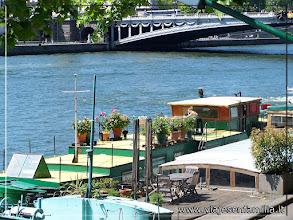 Photo: Barcos vivienda en el Sena. París. www.viajesenfamilia.it