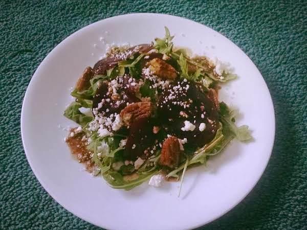 Arugula And Beet Salad With Balsamic Vingrette