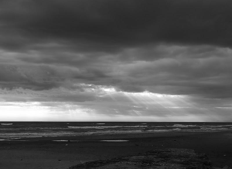 Raggi di luce nel mare increspato di Fabio84