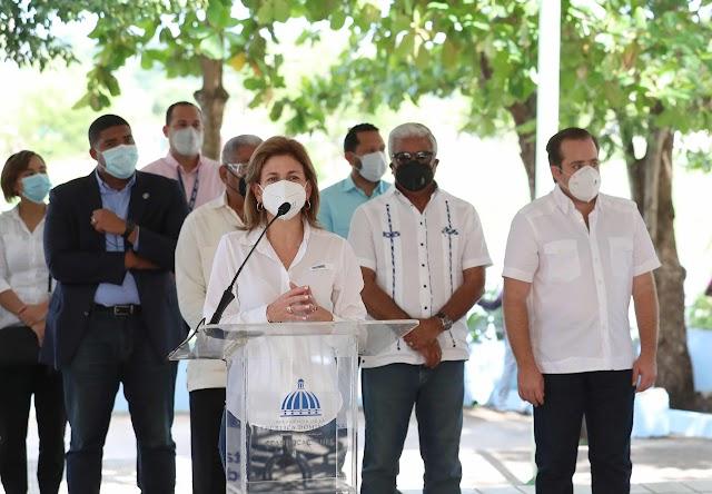 """Vicepresidenta Raquel Peña deja iniciado Plan """"Dominicana se Reconstruye"""" en Santo Domingo Este"""