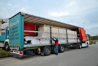 Photo: 08-11-2012 © ervanofoto Bijna klaar om de kostbare lading te lossen.