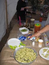 Photo: ארוחת ערב קהילתית עם מוצרים מהגינה