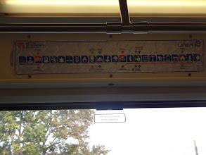 Photo: obrázky u stanic metra - bylo mi to vysvětleno tak, že určitá část obyvatel neumí číst. I pro mě to bylo užitečný, protože nevidim na dálku a tak mi stačilo zapamatovat si obrázek, kde mam vystoupit