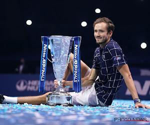 Daniil Medvedev herhaalt trucje uit halve finales en pronkt met eerste grote trofee op ATP Finals