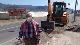 El alcalde de Vícar visitando las obras.