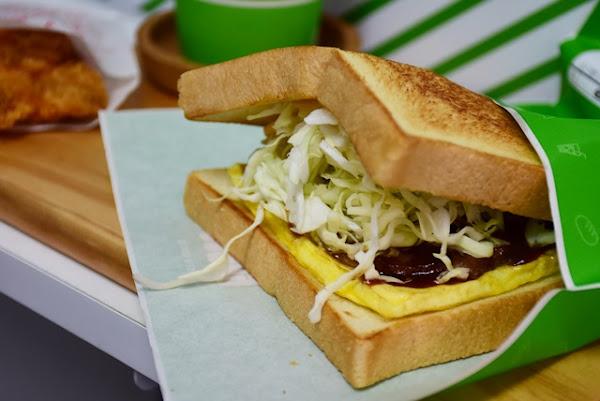 Kiwes Toast & Coffee 台北信義店