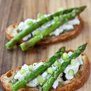 Grilled Asparagus Tartines with Fresh Ricotta, Pesto and Scallions