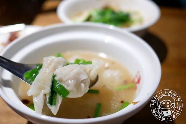 黃石市場美食 【老曹餛飩】飄香數十年人氣美食 皮薄餡多餛飩