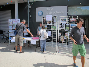 Photo: Mise en place du stand de l'Union de Quartier