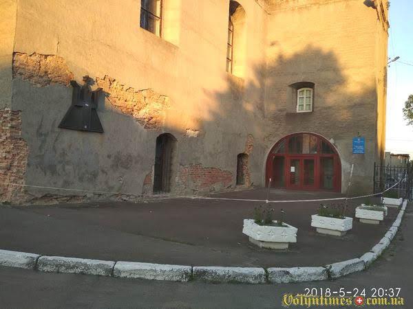 Синагога сьогодні обведена аварійною стрічкою. Віктор Мархалевський