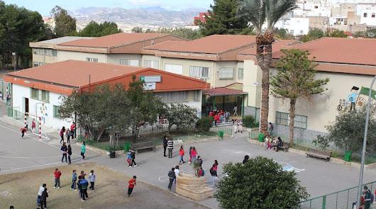 Concentración de protesta por la supresión de dos paradas del autobús escolar