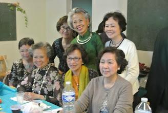 Photo: Les grandes avec chi Doan Thu et Minh Chau venues des USA (assises) Mireille, Bao Anh, Doan Thu, Le Vân, (debout) Anh Thu, Bao An, Minh Chau