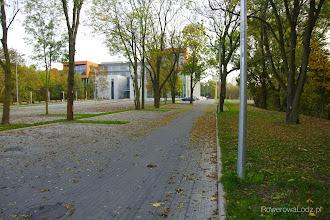 Photo: Jednak aby dostać się z drogi dla rowerów do parkingu... trzeba się nieco nagimnastykować.
