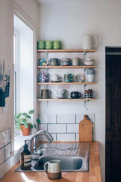 Mała kuchnia wciąż może być w pełni wygodna i funkcjonalna
