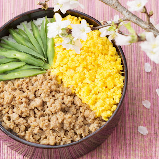 Soboro-bento (A lunch box featuring minced chicken and scrambled eggs).