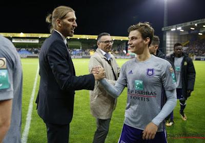 Anderlecht-speler Pieter Gerkens komt helemaal boven water door Nicolas Frutos