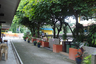 Photo: Suasana pada Disember 2010. Kawasan rehat pelajar SRIH. Sebelah kiri bangunan Taqwa (Kedai SRIH) dan kanan Bangunan Amanah (4 tingkat). Gambar ini diambil dari arah bertentangan dari gambar sebelum ini.